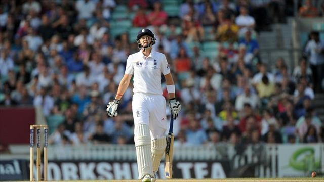 Ashes - Root survives glove blow but England bowlers toil