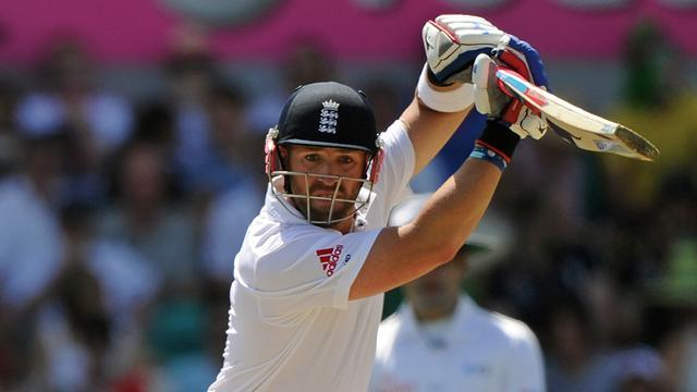 Cricket - England build lead as India toil in Kolkata