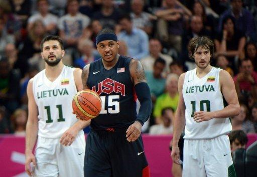 US forward Carmelo Anthony (C) Lithuanian forward Simas Jasaitis (R) and forward Linas Kleiza