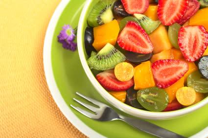 Cortes para armar un plato de frutas. (Foto: Yahoo!)