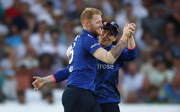 England's Ben Stokes and Eoin Morgan (R) celebrate the wicket of Pakistan's Babar Azam