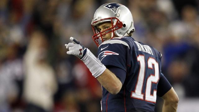 American Football - Brady in injury scare