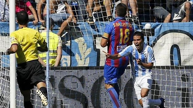 Saviola scores his first gol for Málaga