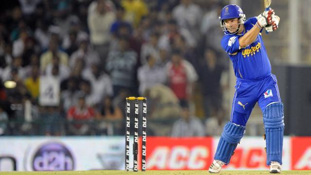 Cricket - Hodge launches Royals into IPL semis