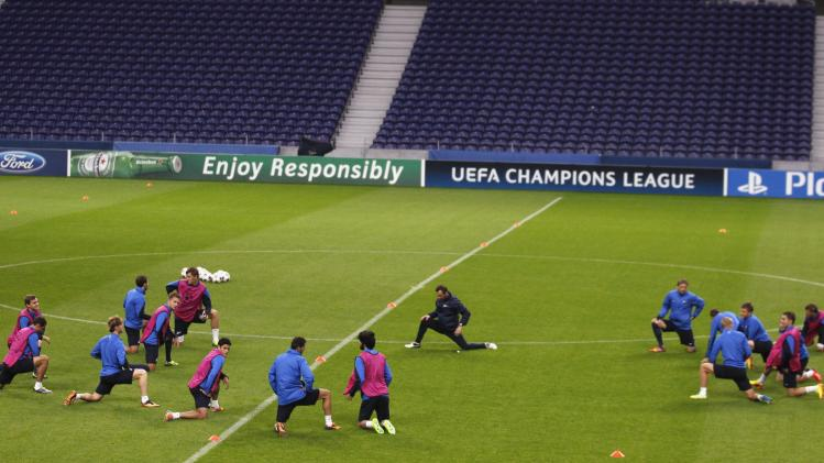 Zenit St.Petersburg's players warm up for their training session at Dragon stadium in Porto