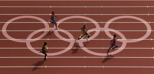 Oscar Pistorius of South Africa runs with Luguelin Santos of the Dominican Republic, Rusheen McDonald of Jamaica and Maksim Dyldin of Russia during round 1 of the men's 400m heat 1 at the London 2012