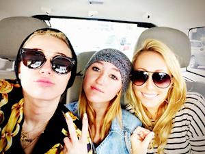 Billy Ray, Tish Cyrus Divorce: Miley Cyrus Posts Pic With Mom and Sis