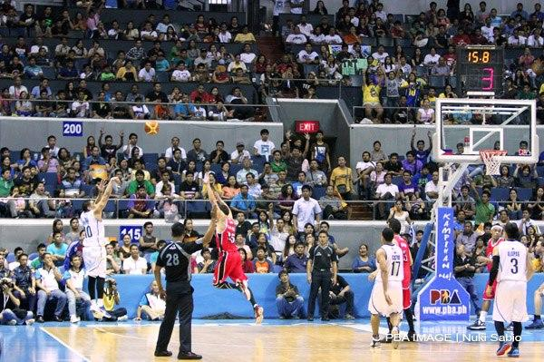 Ryan Reyes sinks this corner three to give Talk 'N Text a one-point win. (PBA Images)