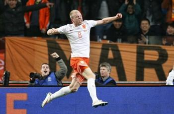 Netherlands 2-0 Spain: Rejuvenated Dutch ease pressure on Hiddink