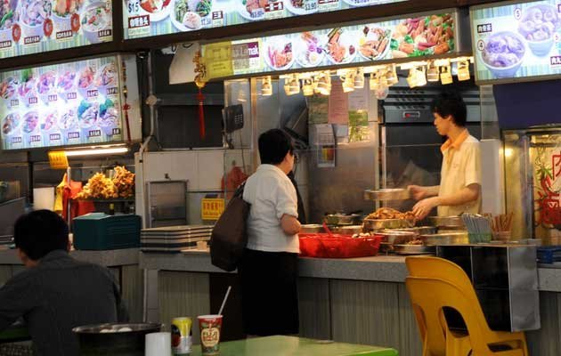Singaporeans want to see more help accorded in the upcoming Budget to combat rising living costs (Yahoo! file photo)