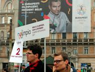 Activists of the opposition Momentum Movement collect signatures to force a referendum on the country's Olympic plans as Budapest bids for the 2024 Olympic Games, in central Budapest, Hungary, February 15, 2017. Picture taken February 15, 2017. REUTERS/Laszlo Balogh