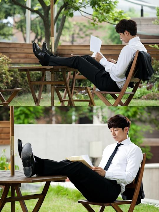 'Big' Gong Yoo in the middle of shooting showing his long legs