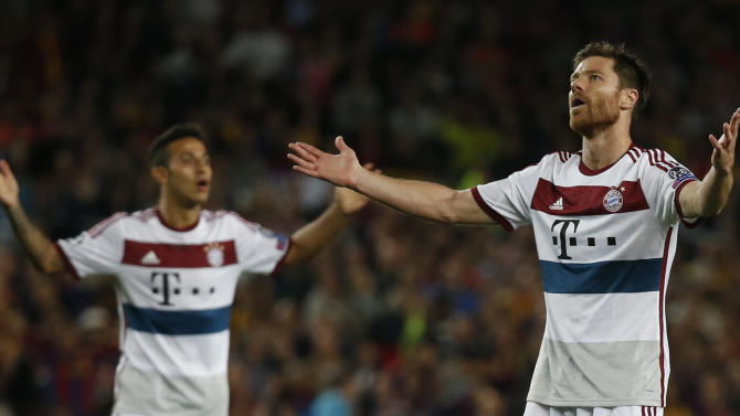 Football: Bayern Munich's Xabi Alonso and Thiago look dejected