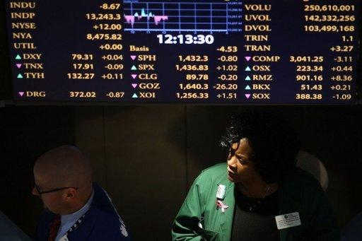 """Traders work on the floor of the New York Stock Exchange (NYSE) in New York City on December 20, 2012. US stocks dipped during a shortened Christmas Eve session Monday amid pessimism about prospects for a """"fiscal cliff"""" deal by the end of the year."""
