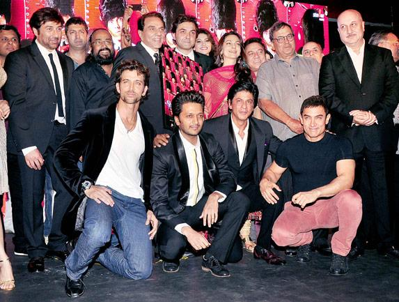 Rare sighting :  Aamir and SRK at an event