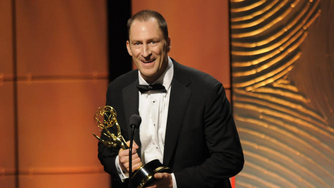 "Ben Bailey accepts the award for outstanding game show host for ""Cash Cab"" at the 40th Annual Daytime Emmy Awards on Sunday, June 16, 2013, in Beverly Hills, Calif. (Photo by Chris Pizzello/Invision/AP)"