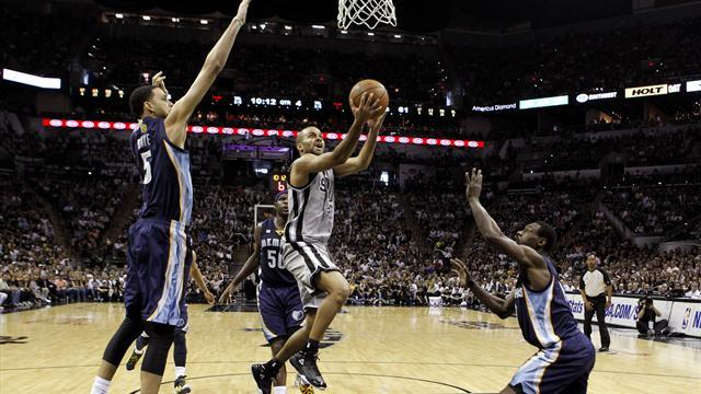 Basketball - Spurs cruise to opening win over Grizzlies