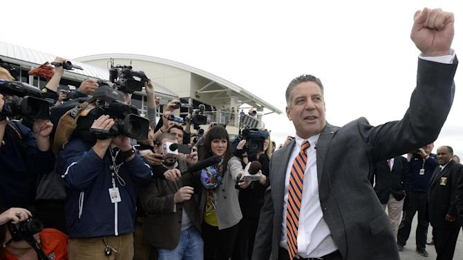 Auburn hires Bruce Pearl as basketball coach