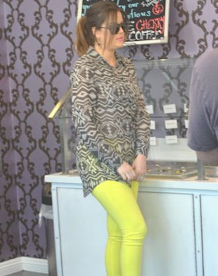 PHOTOS: Khloe Kardashian Thinks THIS Outfit Was Bad Choice
