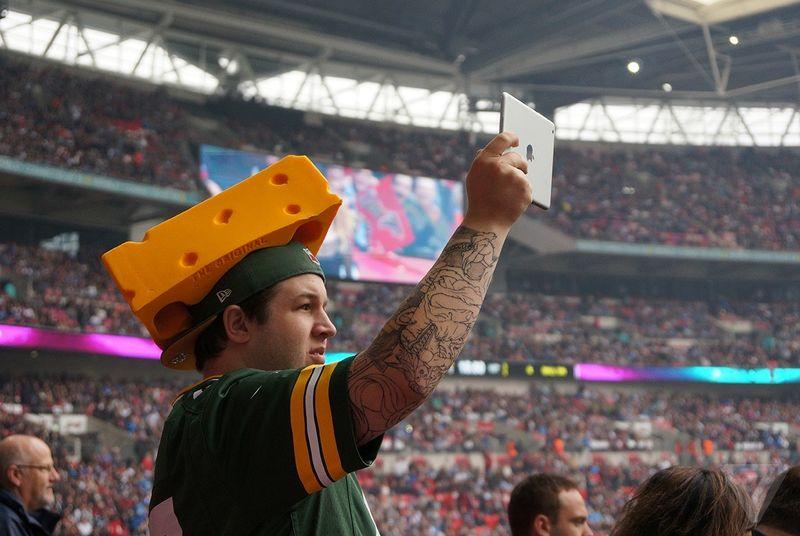 NFL strikes a deal with Facebook to share video highlights