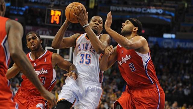 Basketball - Durant leads Thunder to win over Clippers