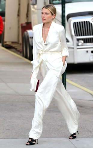 How To Do Minimalism Like Leelee Sobieski, Rihanna and Dree Hemingway