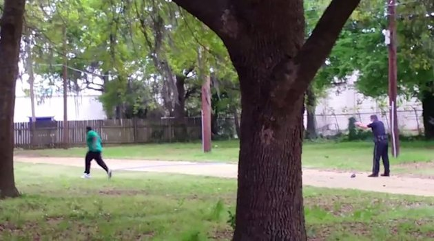 North Charleston police officer Michael Slager (R) is seen allegedly shooting 50-year-old Walter Scott in the back as he runs away, in this still image from video in North Charleston, South Carolina taken April 4, 2015. REUTERS/HANDOUT via Reuters