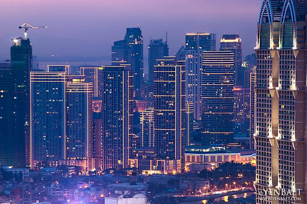 The Manila skyline at night. (Yen Baet)