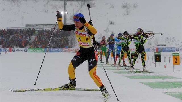 Biathlon - Neuner triumphs in women's sprint