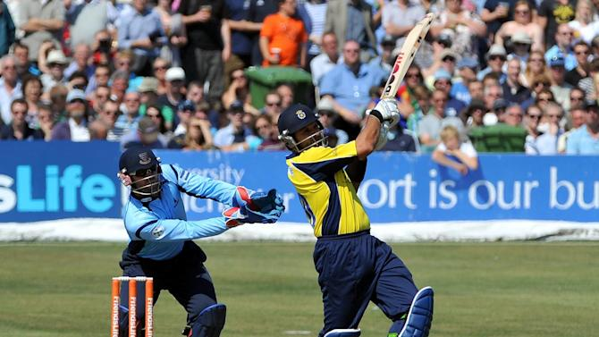 Sussex and Hampshire will meet in the Clydesdale Bank 40 semi-finals