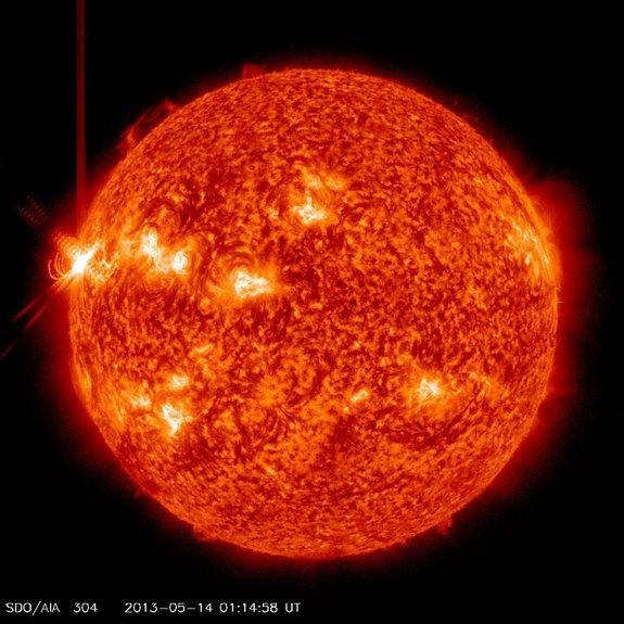 Hyperactive Sun Fires Off 3 Major Solar Flares in 1 Day