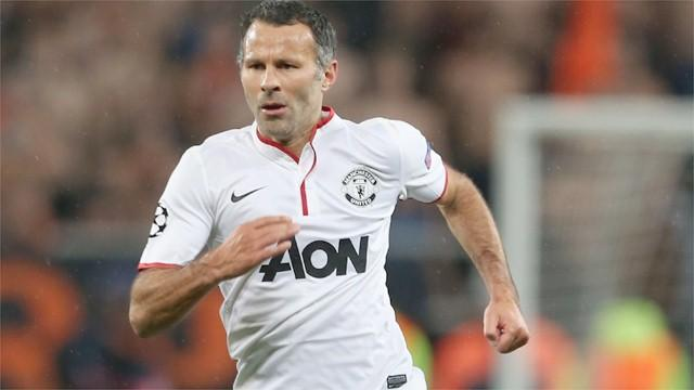 Premier League - Irwin hails birthday boy Giggs