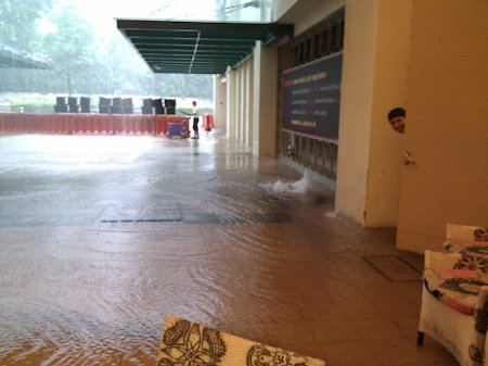 Tanglin Mall flooding (courtesy of @onglette)
