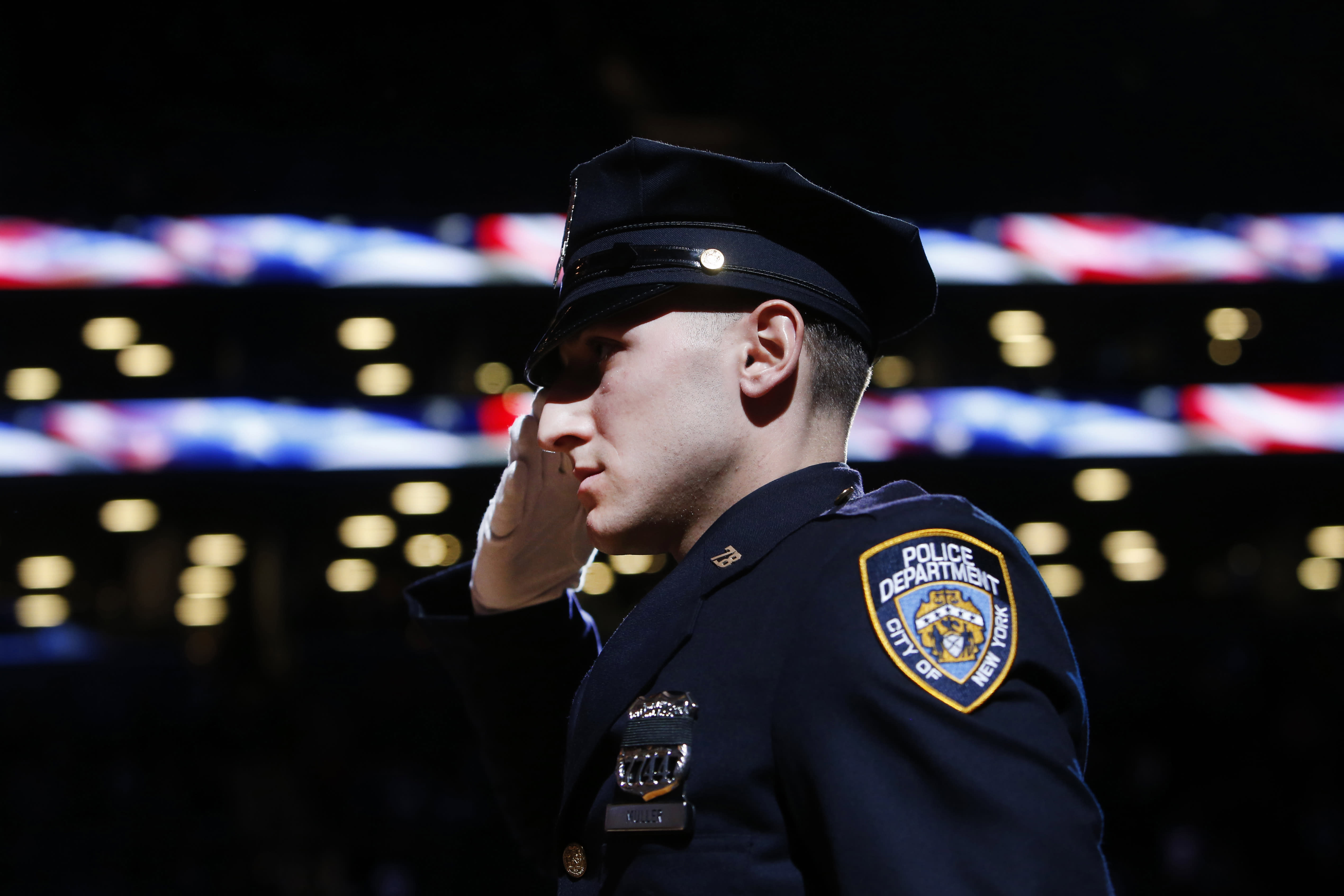 NYPD chief doesn't support officers turning their backs on mayor