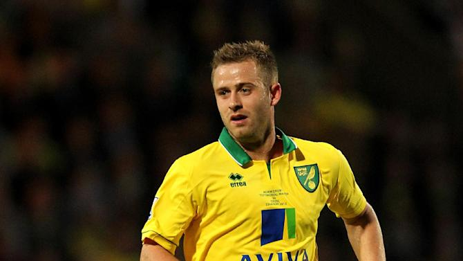 Norwich's David Fox has put pen to paper on a new deal