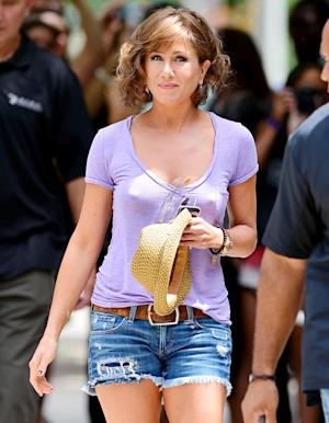 Jennifer Aniston Goes Braless, Wears Jean Cutoffs on Set: Picture