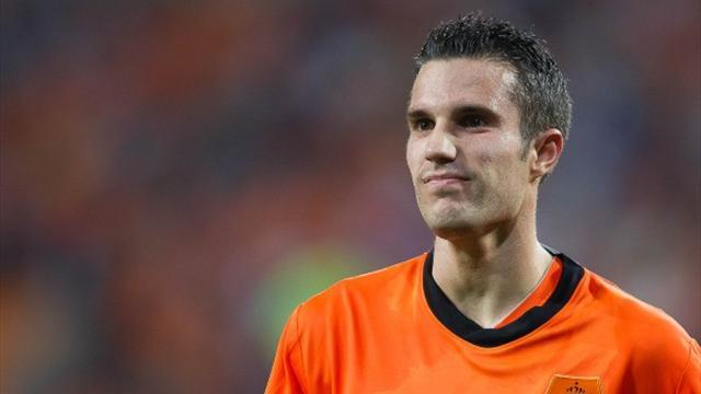World Cup - Toe injury threatens van Persie's participation