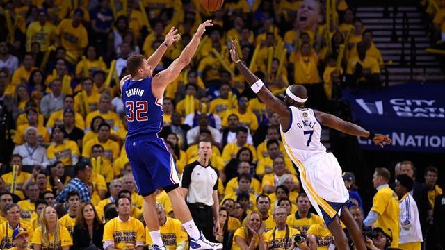 NBA - Clippers edge Warriors to take lead in series