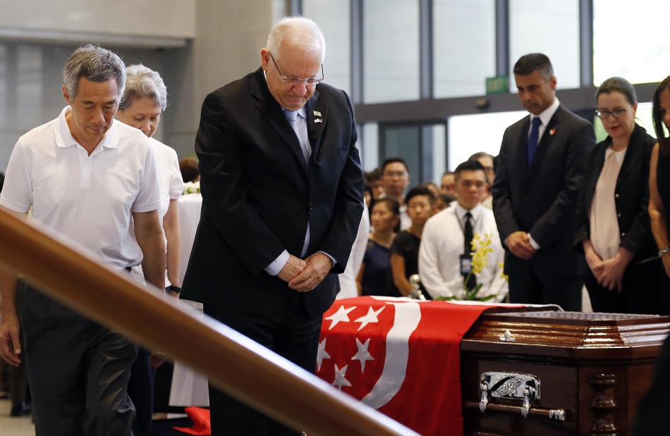 Israeli President Reuven Rivlin pays his respects to the late Lee Kuan Yew at the Parliament House where he is lying in state for four days, Friday, March 27, 2015, in Singapore. Lee, 91, died Monday