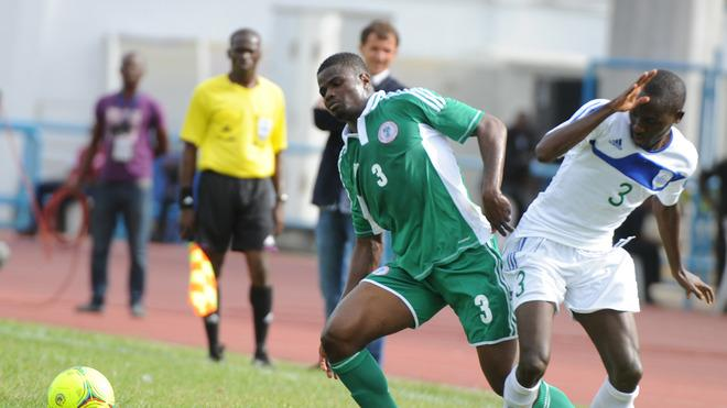 Nigerian Defender Elderson Echiejile (L) Vies AFP/Getty Images