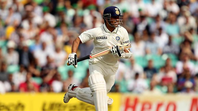 Sachin Tendulkar was 23 not out when rain forced India and New Zealand off to an early tea on day four