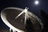 The Effelsberg radio telescope by night.
