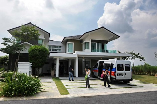 This file photo shows visitor looking around a luxury home at Iskandar Malaysia district in southern state of Johor Bahru, on May 13, 2010