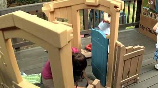 Anna Duggar and the Kids Build a Playhouse