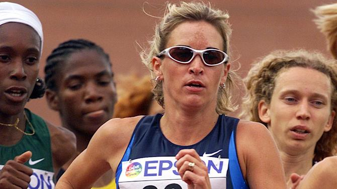 4 Aug 2001: Suzy Favor Hamilton of the USA in action during the 1st round qualification of the womens 1500m during the second day of the 8th IAAF World Athletic Championships in Edmonton Canada. DIGITAL IMAGE. Mandatory Credit: Andy Lyons/ALLSPORT