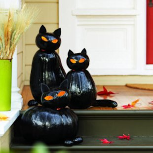 All you need are a few pumpkins in feline shapes