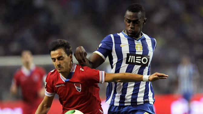 FC Porto's Jackson Martinez, from Colombia, challenges Gil Vicente's Luis Martins, left, in a Portuguese League soccer match at the Dragao stadium in Porto, Portugal, Saturday, Sept. 14, 2013. Jackson scored once in Porto's 2-0 victory
