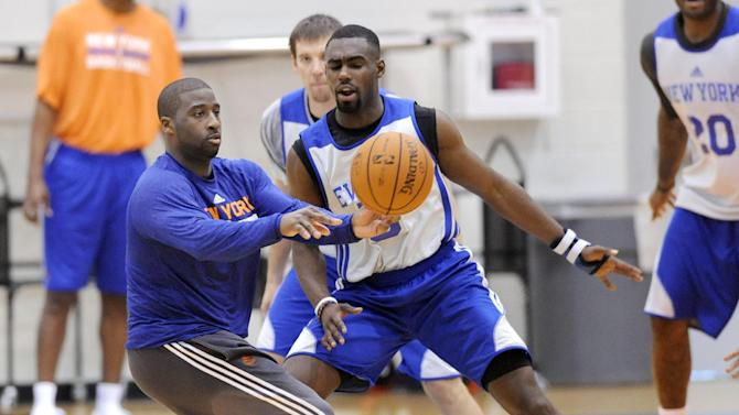 New York Knicks' Raymond Felton, left, passes the ball as he is guarded by Tim Hardaway, Jr. during NBA basketball training camp Tuesday, Oct. 1, 2013, in Greenburgh, N.Y