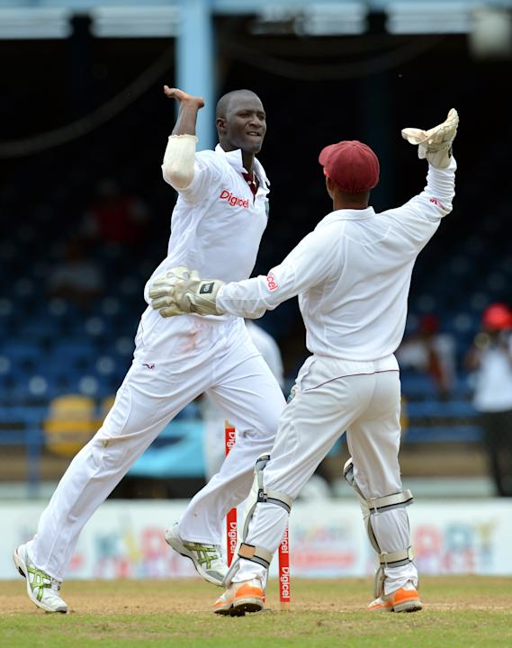 West Indies cricketer Darren Sammy (L) a