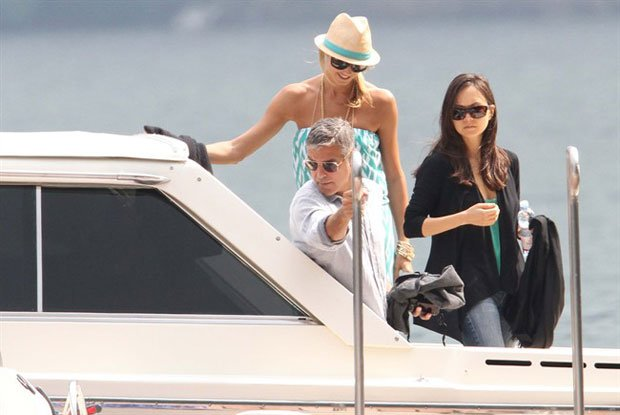 George Clooney e Stacy Keibler in vacanza a lago